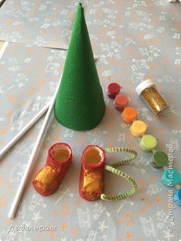 Поделка изделие Новый год Рождество Моделирование конструирование Ёлочка Скоро Новый год +маленький мк Бусины Киндер-сюрприз Проволока Фетр Шишки фото 9