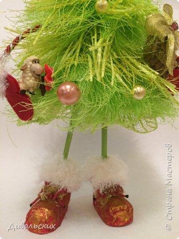 Поделка изделие Новый год Рождество Моделирование конструирование Ёлочка Скоро Новый год +маленький мк Бусины Киндер-сюрприз Проволока Фетр Шишки фото 6