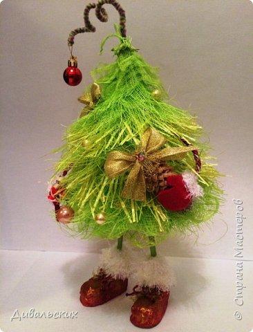 Поделка изделие Новый год Рождество Моделирование конструирование Ёлочка Скоро Новый год +маленький мк Бусины Киндер-сюрприз Проволока Фетр Шишки фото 4