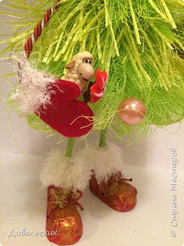 Поделка изделие Новый год Рождество Моделирование конструирование Ёлочка Скоро Новый год +маленький мк Бусины Киндер-сюрприз Проволока Фетр Шишки фото 3