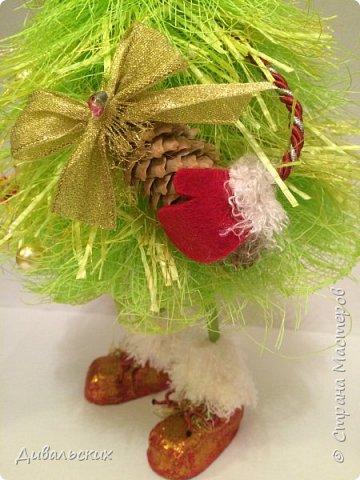 Поделка изделие Новый год Рождество Моделирование конструирование Ёлочка Скоро Новый год +маленький мк Бусины Киндер-сюрприз Проволока Фетр Шишки фото 5