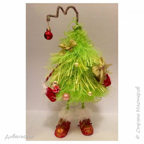 Поделка изделие Новый год Рождество Моделирование конструирование Ёлочка Скоро Новый год +маленький мк Бусины Киндер-сюрприз Проволока Фетр Шишки фото 1
