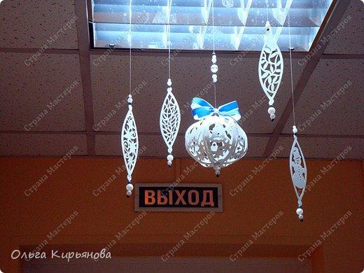 Интерьер Мастер-класс Новый год Рождество Вырезание Пора украшать школу Бумага Бусины Ленты Нитки фото 17