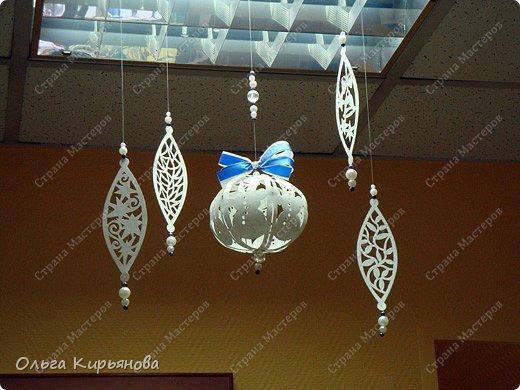 Интерьер Мастер-класс Новый год Рождество Вырезание Пора украшать школу Бумага Бусины Ленты Нитки фото 18