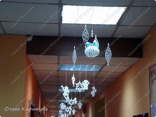Интерьер Мастер-класс Новый год Рождество Вырезание Пора украшать школу Бумага Бусины Ленты Нитки фото 27