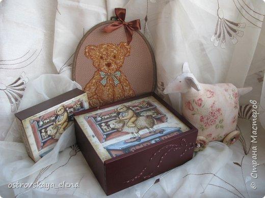 Здравствуйте, дорогие соседи! Опять у меня различные техники, НО на одну тему - новый год и подарки к этому волшебному празднику. Но, все не блестяще-елочно-игрушечное.... Сделала два комплекта подарочных: один в загородный дом подруге на камин, другой - смешанный (но в одни руки)))....