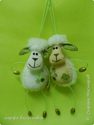 Добрый всем вечерочек.Вот нашила овечек целый килограмм.Они на вид простые,но возни с ними.Но возня приятная. фото 5