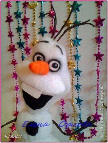 """Давно меня привлекал персонаж из мультфильма """"Холодное сердце"""" снеговик Олаф....и всё как-то не до него было,а тут вдруг появилось жгучее желание сшить его.То,что я нашла в инете меня не устроило...Долго сидела думала как бы сделать этого сложного снеговичка по-реалистичнее)) И вот что у меня получилось)) фото 4"""