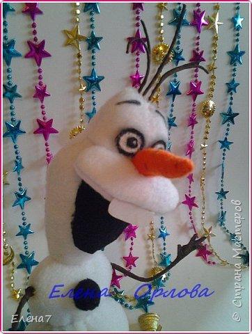"""Давно меня привлекал персонаж из мультфильма """"Холодное сердце"""" снеговик Олаф....и всё как-то не до него было,а тут вдруг появилось жгучее желание сшить его.То,что я нашла в инете меня не устроило...Долго сидела думала как бы сделать этого сложного снеговичка по-реалистичнее)) И вот что у меня получилось)) фото 5"""