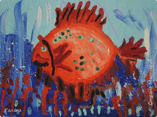С началом нового учебного года продолжились мои уроки ИЗО в Детском Центре КАПИТАН.За три месяца собралась папочка новых работ.Делюсь ими с вами,надеюсь кому-нибудь они пригодятся в профессиональной и творческой деятельности.  Синий кит.Гуашь. фото 15