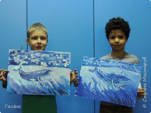С началом нового учебного года продолжились мои уроки ИЗО в Детском Центре КАПИТАН.За три месяца собралась папочка новых работ.Делюсь ими с вами,надеюсь кому-нибудь они пригодятся в профессиональной и творческой деятельности.  Синий кит.Гуашь. фото 3