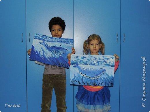 С началом нового учебного года продолжились мои уроки ИЗО в Детском Центре КАПИТАН.За три месяца собралась папочка новых работ.Делюсь ими с вами,надеюсь кому-нибудь они пригодятся в профессиональной и творческой деятельности.  Синий кит.Гуашь. фото 4