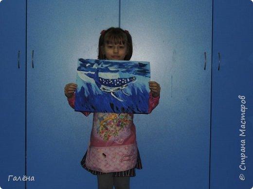 С началом нового учебного года продолжились мои уроки ИЗО в Детском Центре КАПИТАН.За три месяца собралась папочка новых работ.Делюсь ими с вами,надеюсь кому-нибудь они пригодятся в профессиональной и творческой деятельности.  Синий кит.Гуашь. фото 8