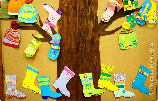 """Наше Чудо-дерево (по К.И.Чуковскому) – это дерево, на котором растут шапки да сапожки и даже шлепки на любой вкус. Выбирай, примеряй! Это работы детей по теме """"Одежда, обувь, головные уборы"""". Решила оформить их в виде чудо-дерева, т.к. в это время изучали творчество К.И. Чуковского, читали его сказки. фото 4"""