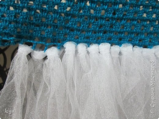 Хочу поделиться идеей платья для девочки снежинки.Делается очень просто и легко, по такому принципу можно сделать любой персонаж новогодний главное что бы была фантазия.Мне на платье понадобилось моток голубых ниток из которых мы вяжем крючком лиф, москитная сетка любая, мы нашли только с люриксом,(сейчас не сезон и обычную сетку ни в одном магазине не нашли), снежинки паетки для украшения лифа,ленточка для шнуровки лифа или молния но только разъемная, что бы можно было без труда одеть ребенка.Приступаем к работе.На фото моя племянница Василиса ни как не поддавалась для фото сессии как поймали так и сфотографировали  фото 8