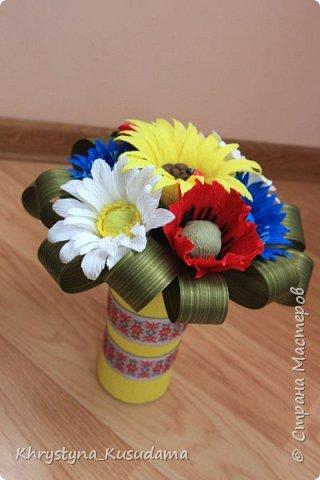 делать какой-то цветок впервые очень сложно и интересно фото 3