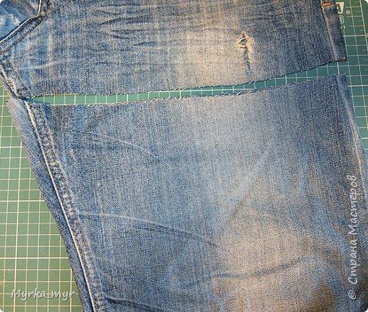 Джинсы вещь изумительная, как угодно могут трансформироваться, после того как перестают быть носибельными.  Большая их часть уходит на сумки, мини-юбки, подушки и прочее и прочее. Но есть детали из которых вроде ничего и не сделать. Это швы! Но не тут-то было,  их мы тоже пустим в дело! Всем поклонникам джинсы предлагаю смастерить  браслетик.  фото 3