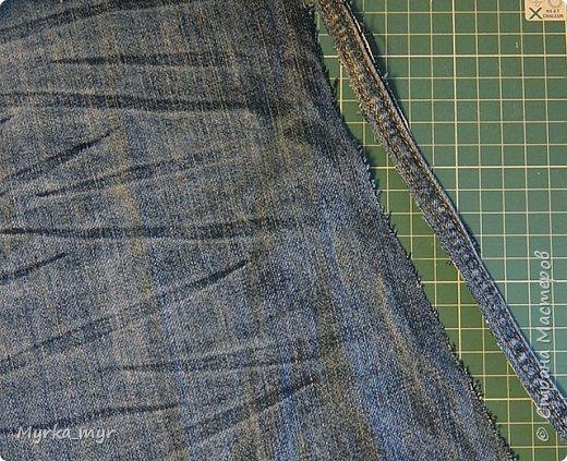 Джинсы вещь изумительная, как угодно могут трансформироваться, после того как перестают быть носибельными.  Большая их часть уходит на сумки, мини-юбки, подушки и прочее и прочее. Но есть детали из которых вроде ничего и не сделать. Это швы! Но не тут-то было,  их мы тоже пустим в дело! Всем поклонникам джинсы предлагаю смастерить  браслетик.  фото 5