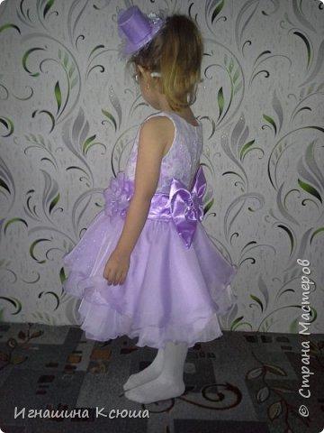 младшая дочь Валерия не любит длинные пышные платья, которые все девочки так любят одевать  на новый год. сшила её платье чуть ниже колен , получилось очень лёгкое-воздушное . такое можно и не только на новый год одеть, а на любой праздник.   фото 7