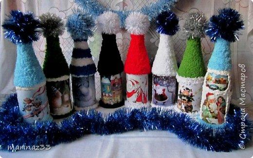 Добрый вечер!!! Эти бутылочки я сделала в шапочках ... Сначала мне как-то не понравились, потом я по низу бутылочки тоже 2 ряда пряжи приклеила, вроде получше.... В живую они прикольно смотрятся, необычно.... фото 2