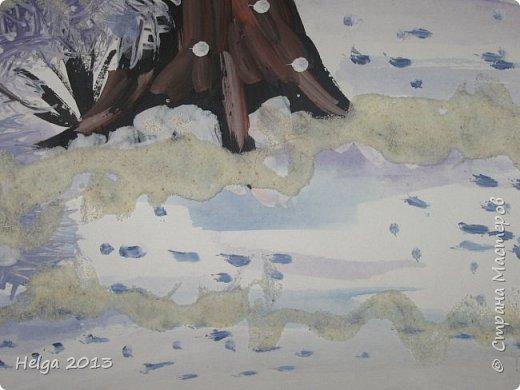 Первый рисунок - это заснеженное дерево с совами. Нам понадобится: лист бумаги А3 или А4, гуашь, кисти №1, 5, 9, вилка пластмассовая, ватные палочки, крупа манная. фото 15