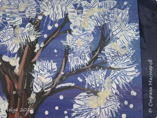 Первый рисунок - это заснеженное дерево с совами. Нам понадобится: лист бумаги А3 или А4, гуашь, кисти №1, 5, 9, вилка пластмассовая, ватные палочки, крупа манная. фото 16