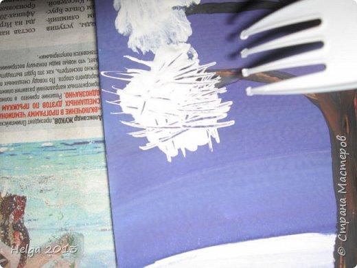 Первый рисунок - это заснеженное дерево с совами. Нам понадобится: лист бумаги А3 или А4, гуашь, кисти №1, 5, 9, вилка пластмассовая, ватные палочки, крупа манная. фото 6