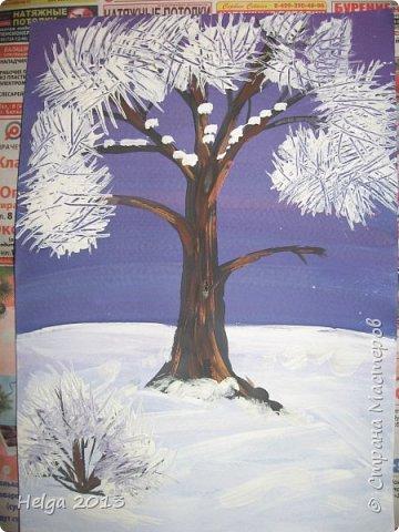 Первый рисунок - это заснеженное дерево с совами. Нам понадобится: лист бумаги А3 или А4, гуашь, кисти №1, 5, 9, вилка пластмассовая, ватные палочки, крупа манная. фото 8