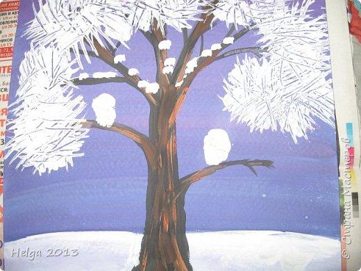 Первый рисунок - это заснеженное дерево с совами. Нам понадобится: лист бумаги А3 или А4, гуашь, кисти №1, 5, 9, вилка пластмассовая, ватные палочки, крупа манная. фото 10