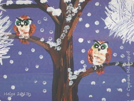 Первый рисунок - это заснеженное дерево с совами. Нам понадобится: лист бумаги А3 или А4, гуашь, кисти №1, 5, 9, вилка пластмассовая, ватные палочки, крупа манная. фото 13