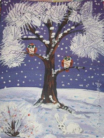 Первый рисунок - это заснеженное дерево с совами. Нам понадобится: лист бумаги А3 или А4, гуашь, кисти №1, 5, 9, вилка пластмассовая, ватные палочки, крупа манная. фото 2