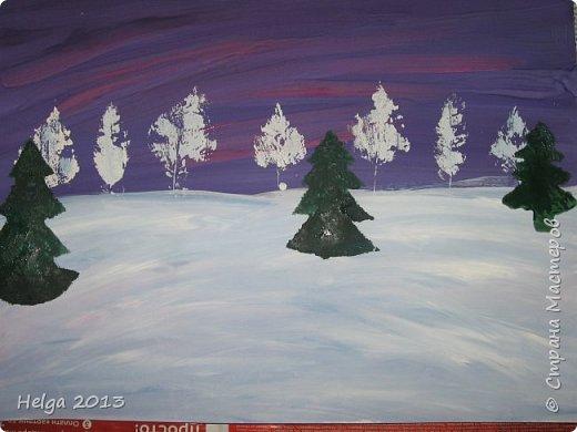 Первый рисунок - это заснеженное дерево с совами. Нам понадобится: лист бумаги А3 или А4, гуашь, кисти №1, 5, 9, вилка пластмассовая, ватные палочки, крупа манная. фото 23