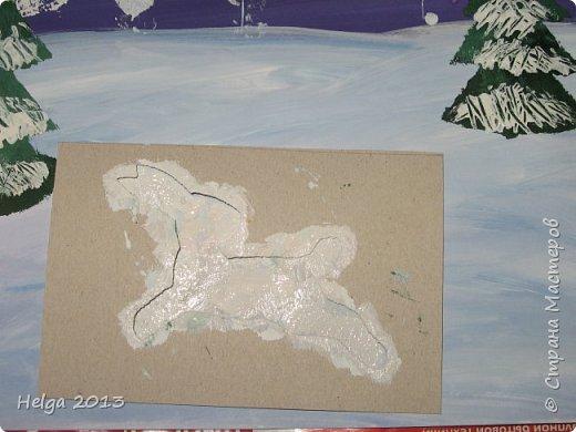 Первый рисунок - это заснеженное дерево с совами. Нам понадобится: лист бумаги А3 или А4, гуашь, кисти №1, 5, 9, вилка пластмассовая, ватные палочки, крупа манная. фото 26