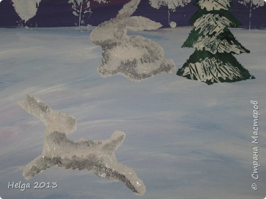 Первый рисунок - это заснеженное дерево с совами. Нам понадобится: лист бумаги А3 или А4, гуашь, кисти №1, 5, 9, вилка пластмассовая, ватные палочки, крупа манная. фото 27