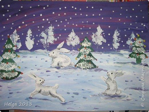 Первый рисунок - это заснеженное дерево с совами. Нам понадобится: лист бумаги А3 или А4, гуашь, кисти №1, 5, 9, вилка пластмассовая, ватные палочки, крупа манная. фото 29