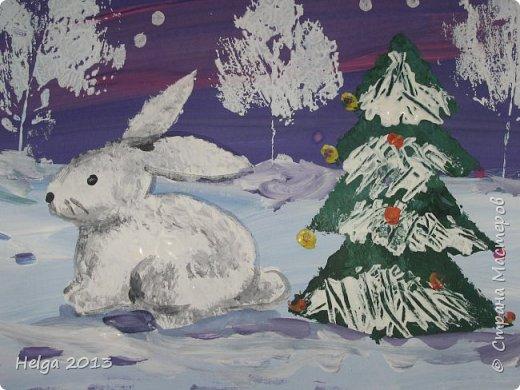 Первый рисунок - это заснеженное дерево с совами. Нам понадобится: лист бумаги А3 или А4, гуашь, кисти №1, 5, 9, вилка пластмассовая, ватные палочки, крупа манная. фото 28