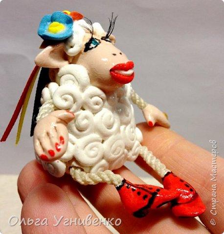 Приветствую всех жителей и гостей прекрасной СТРАНЫ МАСТЕРОВ!!! Представляю Вам еще одну порцию новогодних овечек. Изготовлены они из полимерной глины. Высота овечки 5-6 см. Она также может быть елочной игрушкой. Первую партию можно посмотреть здесь https://stranamasterov.ru/node/849069 Овечки сделаны в украинском стиле.... в веночках, шапках-кушаках :)))))))))) фото 1