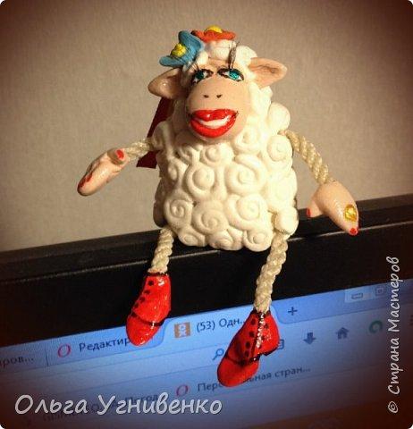 Приветствую всех жителей и гостей прекрасной СТРАНЫ МАСТЕРОВ!!! Представляю Вам еще одну порцию новогодних овечек. Изготовлены они из полимерной глины. Высота овечки 5-6 см. Она также может быть елочной игрушкой. Первую партию можно посмотреть здесь https://stranamasterov.ru/node/849069 Овечки сделаны в украинском стиле.... в веночках, шапках-кушаках :)))))))))) фото 2