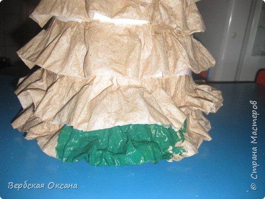 Такую елочку я сделала из картонного конуса, сами волны (веточки) - туалетная бумага. фото 3