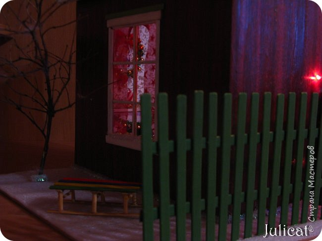 Приветствую Вас, уважаемые мастера и мастерицы!!!! Хочу представить вам мою новую работу - поделку в детский сад дочке ко дню Святого Николая - новогодний домик-румбокс. Конечно. было еще над чем поработать. но за полдня и ночь - все, что успела.... Делала взахлеб, не заметила, как утро наступило))))) Думаю. результат того стоил) фото 7