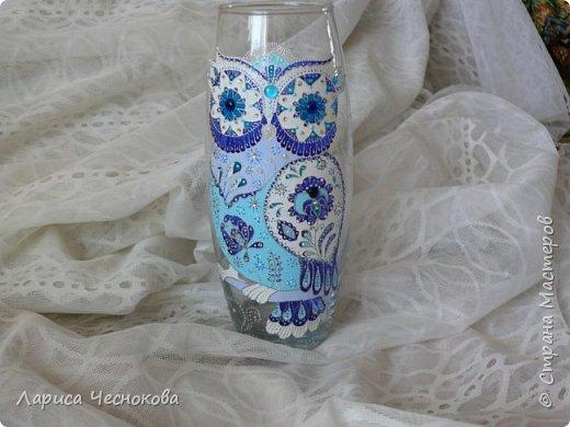 314302_lrnhzqsxiti Вазы из стеклянных бутылок: декор, роспись и обрезка