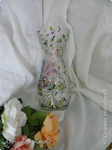 314302_p1350515 Вазы из стеклянных бутылок: декор, роспись и обрезка
