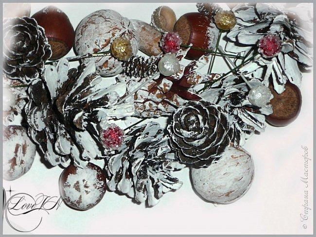 Добрый вечер!!! Осталось совсем немного времени до Нового года!!! Может быть ещё успеете сделать новогодний веночек из природных даров? Предлагаю вашему вниманию мастер-класс (он состоит из двух частей!), по которому я и наваяла маленькое чудо.   Вторая часть МК - https://stranamasterov.ru/node/863131 фото 23
