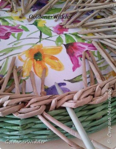 Мастер-класс Поделка изделие Масленица Плетение Чайный поднос из пластиковой крышки Бумага газетная Трубочки бумажные фото 20