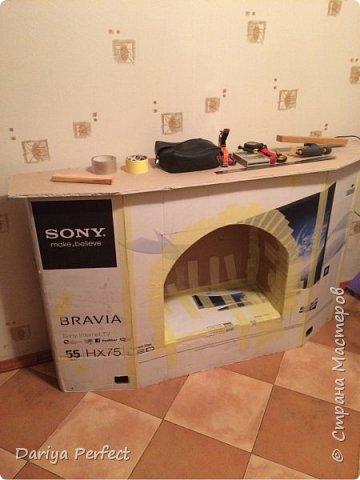 """Доброго времени суток, дорогие мастера и мастерицы!!!!! Хочу представить Вашему вниманию мастер-класс по изготовлению такого прекрасного камина из картонной коробки от телевизора)))  Для работы нам понадобятся: - картонная коробка от телевизора (в моем случае это 55"""") - малярная лента (рулон) - горячий клей-пистолет - грунтовка под акриловые краски - канцелярский нож для бумаги - металлическая линейка - кисть для нанесения краски - обычная кухонная губка для нанесения декоративной штукатурки - краска акриловая белая - шпатлевка для наружных работ - шпатель - декоративные плинтуса и бордюры - гипсокартон (для полочки) - пеноплекс или пенопласт (для полочки для дров) - декоративная мозаичная керамическая плиточка - электролобзик (болгарка) фото 3"""