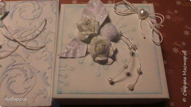У меня нет времени делать столько открыток, вот я и совместила коробочка-открытка, это упаковка для мыльца. Фотографий много, коробочек много. А вообще оказалось маловато, надо еще делать. фото 11
