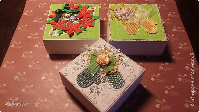 У меня нет времени делать столько открыток, вот я и совместила коробочка-открытка, это упаковка для мыльца. Фотографий много, коробочек много. А вообще оказалось маловато, надо еще делать. фото 13