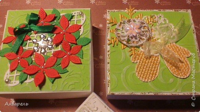 У меня нет времени делать столько открыток, вот я и совместила коробочка-открытка, это упаковка для мыльца. Фотографий много, коробочек много. А вообще оказалось маловато, надо еще делать. фото 15