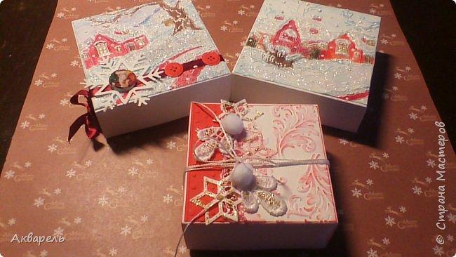 У меня нет времени делать столько открыток, вот я и совместила коробочка-открытка, это упаковка для мыльца. Фотографий много, коробочек много. А вообще оказалось маловато, надо еще делать. фото 20