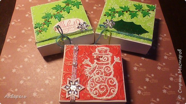 У меня нет времени делать столько открыток, вот я и совместила коробочка-открытка, это упаковка для мыльца. Фотографий много, коробочек много. А вообще оказалось маловато, надо еще делать. фото 25